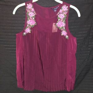 Embroiled maroon sleeveless blouse
